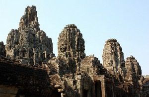 3.1361143876.the-stony-faces-of-the-bayon-temple